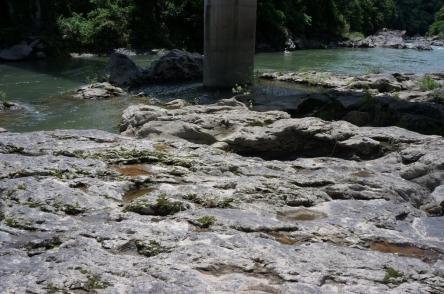 大和田橋付近のかめ穴