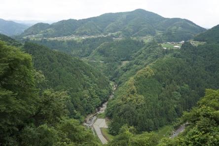 舟戸川のV字谷